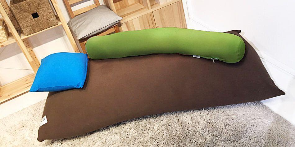 ヨギボーマックスをベッドにして使用している写真
