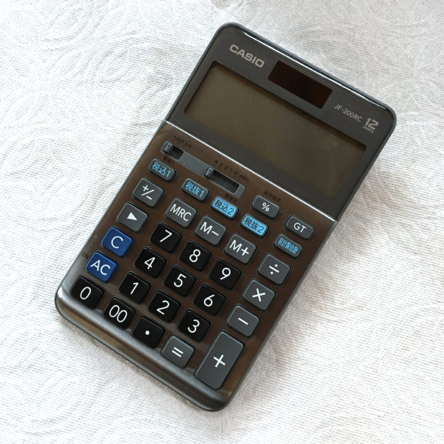 カシオの軽減税率対応電卓JF-200RCを上から見た写真